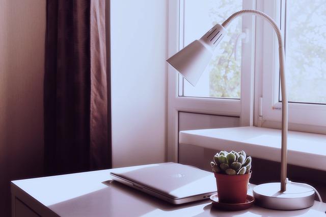 lampa na biurku